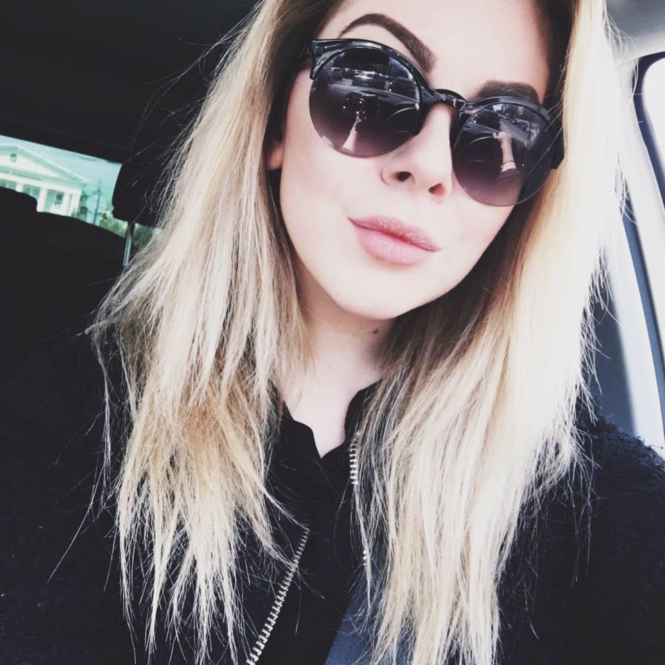 Dalia, 19